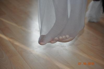 Füße in der Netzschaukel (Küche)